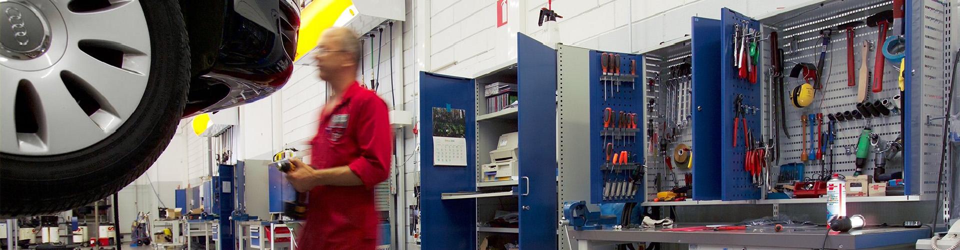 Sovella Nederland werkbanken automotive industrie, gereedschapsborden met haken afsluitbaar - Treston