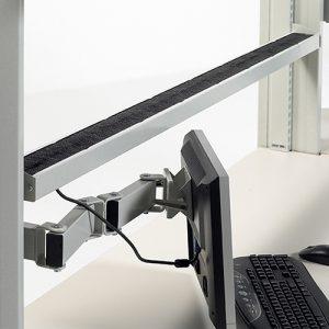 Sovella Nederland Treston kabelgoot inhaakbaar aan een ESD werktafel of inpaktafel