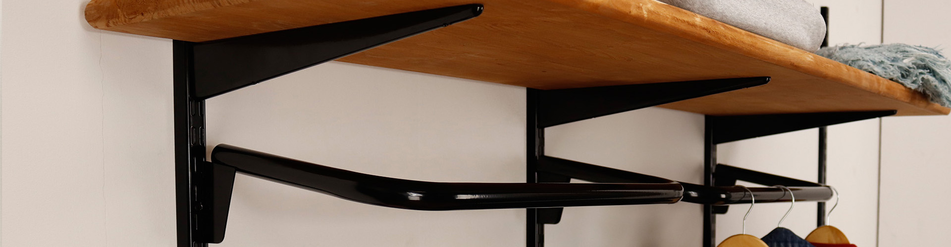 Sovella fipro wandrails met steigerhouten meubelen